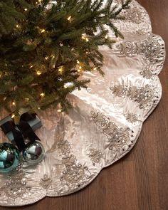 Kim Seybert Chandelier Christmas Tree Skirt Blue Santa