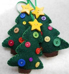 felt Christmas tree ornaments with buttons Christmas Tree Set, Felt Christmas Decorations, Felt Christmas Ornaments, Christmas Sewing, Diy Ornaments, Beaded Ornaments, Ornaments Image, Ornament Tree, Xmas Trees