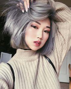 27.8K vind-ik-leuks, 174 reacties - K A R E N • Y E U N G  (@iamkareno) op Instagram: 'Grey xmas! Hair salon: @mijuvansalon by @dearmiju'