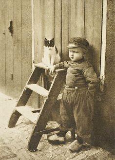 +~+~ Vintage Photograph ~+~+ Little dutch boy with a cat