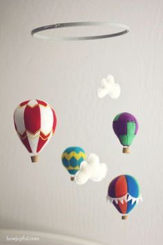 Nursery: Felt hot air ballon mobile – tutorial and pattern |