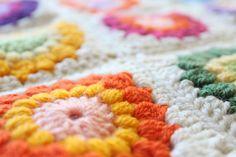 Nittybits: Sunburst Granny Square Blanket Tutorial. Stunning!!! Free pattern. Thanks so for sharing this one! xox