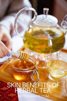 No one escapes that one of the best allies we can find within the cosmetics is in the natural environment, and more specifically, in the properties of plants. There are also benefits of herbal teas that can promote healthy skin.
