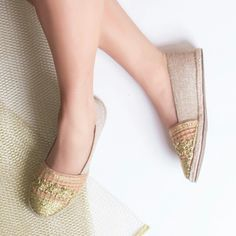 Adoro esse bordado dourado #ValentinaFlats #shoes #fashion #loveit #love #loveshoes #shoeslover #flat #alpargata #summer #dourado #golden