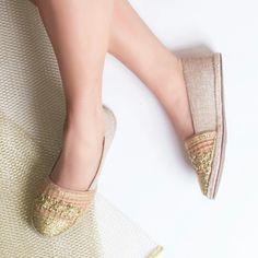 Adoro esse bordado dourado #ValentinaFlats #shoes #fashion #loveit #love #loveshoes #shoeslover #flat #alpargata #summer #dourado #golden