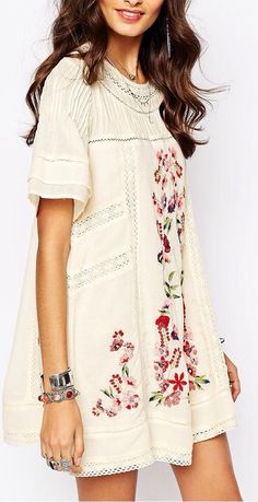 ISO--Free People Victorian Dress/Floral Embroidery Free People Victorian Dress in Floral Embroidery Free People Dresses Free People Robe, Floral Embroidery Dress, Embroidered Flowers, Embroidered Dresses, Mode Pop, Cooler Look, Look Boho, Hippie Style, Bohemian Style