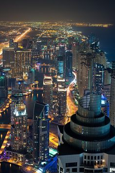 The long stretch of the Dubai Marina (about 3 kms), shot from the 101th floor of the 'Marina 101' tower - the 16th tallest building in the world.