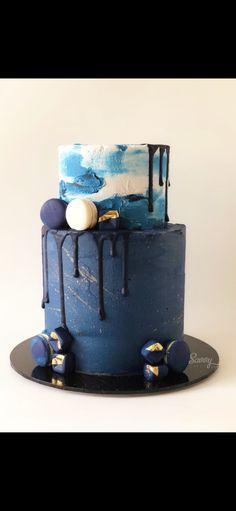 Navy blue cake  by www.savvycakes.com.au
