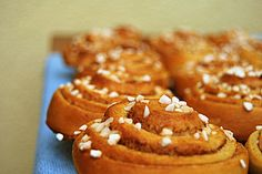 Schwedische Zimtschnecken (Kanelbullar) 1 Home Food, Onion Rings, Donuts, Waffles, Muffin, Sweets, Cookies, Baking, Eat