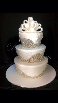 OMG Beautiful Wedding Cake Great Look For A Winter Wedding Please Like #Musely #Tip