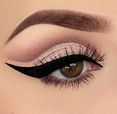 Glittery Pink Cut Crease matte brown// eyeliner // winged eyeliner // glitter…