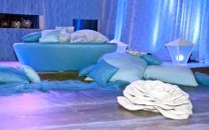 Descanso: os futons e as almofadas da festa estão muito convidativos