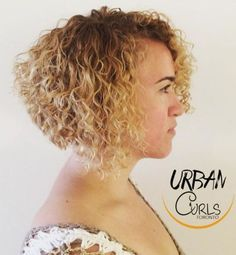 50 Gorgeous Perms Looks: Say Hello to Your Future Curls! permed stacked bob hairstyle Sure, the bush Stacked Bob Hairstyles, Permed Hairstyles, Modern Hairstyles, Headband Hairstyles, Amazing Hairstyles, Short Curly Styles, Curly Hair Styles, Curly Short, Short Pixie