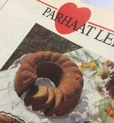 Suussasulavan pehmeä rahkakakku on kahvipöydän klassikko Decadent Cakes, Beautiful Cakes, Yummy Cakes, Bagel, Chocolate Cake, Cake Recipes, Food And Drink, Bread, Sweet