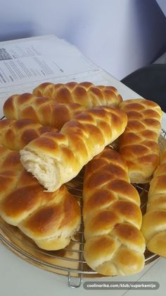 pletenice meddina - My site Bosnian Recipes, Bulgarian Recipes, Albanian Recipes, Bakery Recipes, Dessert Recipes, Cooking Recipes, Croation Recipes, Kiflice Recipe, Bread Dough Recipe
