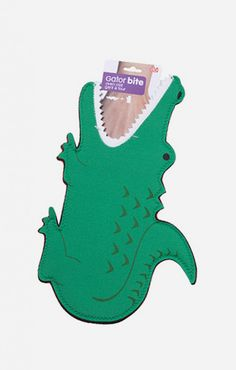 Crikey! Look it the size of this Gator Bite Oven Mitt mate! Believe it or not, sometimes the safest place for your hands is between the jaws of a ferocious alligator. This hilarious oven mitt transforms an everyday occurrence like taking your tasty dinner from the oven into something much more of a wild adventure. http://zocko.it/LDFsx