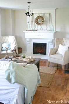 Farmhouse Living Room - Summer Farmhouse Tour -