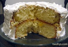 Dominican Cake Growing up, Dominican cake was my favorite cake. My Mom is from the Dominican Republic and I remember she would bake Domini. Easy Dominican Cake Recipe, Dominican Recipes, Dominican Food, Food Cakes, Just Desserts, Dessert Recipes, Dessert Ideas, Cake Frosting Recipe, Frosting Recipes