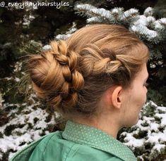 45 Pretty Ideas for Casual and Formal Bun Hairstyles Donut Bun Hairstyles, Roll Hairstyle, Formal Bun, Big Bun, Dreadlocks, Le Jolie, Hair Type, Blond, Feminine