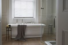 Godrich Interiors...positioning of the taps