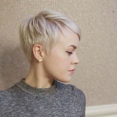 My current everyday #pixiecut styling routine. I've been doing this soft textured hairstyle alot recently because it's quick, easy, and classic. Products used - •BTZ Stiff Head •Klorane dry shampoo with oat milk ➡ available at Sephora & KloraneUSA.com ⬅ •Lionesse Heat Protective Straightening Cream #ad @kloraneusa