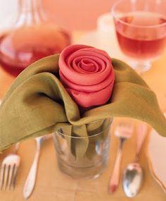 Uma mesa bem posta dá todo um toque especial ao ritual de sentar-se a mesa, além disso os convidados ou as pessoas que convivem conosco sen...