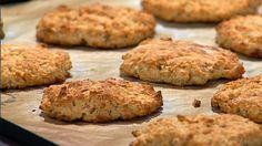 Havrescones skal ikke heve, bare stekes i 10-12 minutter. Har du en rolig morgen kan du forholdsvis enkelt og greit overraske deg selv og familien med fersk bakst til frokost. Oppskriften gir ca. 20 havrescones.