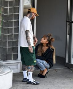 Ariana Grande leaves tattoo parlor with rumored boyfriend Mac Miller - - The hitmaker was seen exiting Shamrock Social Club on Thursday with the rapper, later taking to social media show off her two new tattoos. Mac Miller And Ariana Grande, Ariana Grande Mac, Ariana Grande Photos, Ariana Grande Outfits, Mac Miller Tattoos, Ariana Grande Tattoo, Bisous Gif, Shamrock Social Club, Ariana Grande Boyfriend