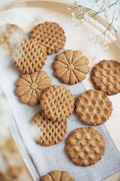 Biscotti di farro, amaranto e nocciole