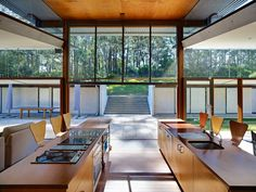 double island with stools on both sides, Glade House, Richard Smith