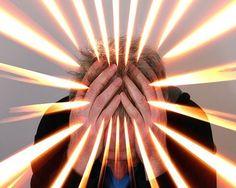Obuzima vas osjećaj nemira i panike. Mislite da vam prijeti neizbježna katastrofa, što izaziva pojavu abnormalnih strahova. Um postaje preopterećen, što dovodi do drhtanja, pojačanog lupanja srca, vrtoglavice, znojenja i gubitka daha. Strah od poniženja, sramoćenja, umiranja ili bilo kojeg drugog negativnog događaja koji se čini izvan vaše kontrole iscrpljuje vašu energiju i umanjuje snagu. …
