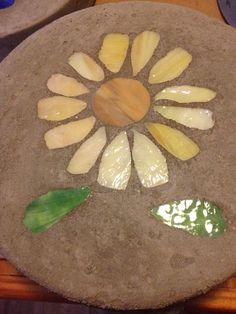 Sunflower Stepping Stone on Etsy, $15.00 Mosaic Stepping Stones, Garden Stones, Mosaics, Garden Ideas, Craft Ideas, Gardening, Women's Fashion, Unique Jewelry, Handmade Gifts
