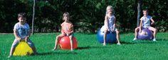 Juegos e instrumentos necesarios para que los niños practiquen deportes tan conocidos como el fútbol, el tenis, el baloncesto,… También encontraremos los utensilios típicos de un profesor de Educación Física.