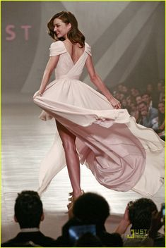 Miranda Kerr in a stunning pale pink dress (at Liverpool Fashion Fest)