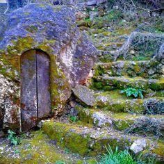 non la spada nella roccia, ma la porta nella roccia.
