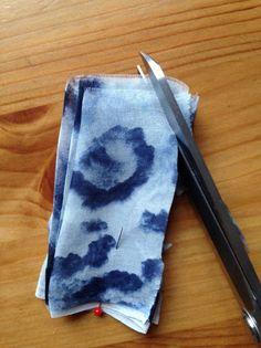 Как сделать цветок из ткани: очень простой способ — Мастер-классы на BurdaStyle.ru
