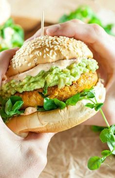 These tasty Chipotle Pumpkin Veggie Burgers are quick, easy, and a total crowd pleaser! Each veggie burger is vegan, gluten-free, freezer-friendly and delicious! Vegan Vegetarian, Vegetarian Recipes, Cooking Recipes, Healthy Recipes, Vegetarian Sandwiches, Vegetarian Barbecue, Vegetarian Breakfast, Going Vegetarian, Healthy Grilling