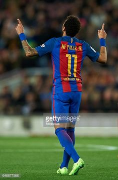 Fotografía de noticias : Neymar Jr of Barcelona celebrates after scoring a...