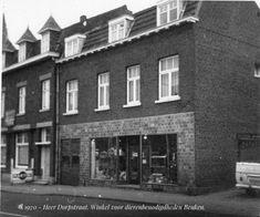 1970 - Maastricht. Dorpstraat 3. Winkel voor dierenbenodigdheden van W.N.J. Beuken, gelegen aan de oostzijde. Links hoekhuis Akersteenweg.