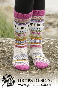 Sleepy Sheep by DROPS Design – the coolest socks of the year! Free Sleepy Sheep by DROPS Design – the coolest socks of the year! Drops Design, Knitting Patterns Free, Free Knitting, Baby Knitting, Free Pattern, Finger Knitting, Scarf Patterns, Crochet Patterns, Crochet Socks