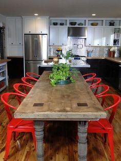 Kitchen Color Ideas >> http://www.diynetwork.com/kitchen/kitchen-color-design-ideas/pictures/index.html?soc=pinterest#