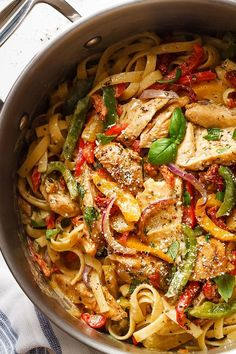 Chicken Pasta in Creamy Pesto Sun-Dried Tomato Sauce A restaurant-style meal packed with flavor and ready in 30 minutes. Italian Recipes, New Recipes, Dinner Recipes, Cooking Recipes, Healthy Recipes, Healthy Meals, Healthy Food, Sundried Tomato Pasta, Sun Dried Tomato Sauce