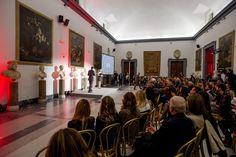 """""""Premio Margutta – La Via delle Arti"""" svoltasi a Roma nella Sala della Protomoteca del Campidoglio. Anche quest'anno il premio è stato conferito a protagonisti del mondo della cultura, dell'informazione e dello spettacolo che hanno saputo esprimersi al meglio nel proprio campo. Per la sezione moda, il riconoscimento è andato a Ugo Lo Conte Sails Director della Maison Sarli, che ha annunciato un nuovo piano strategico e l'apertura di una nuova boutique nel centro di Roma.  #ugoloconte…"""