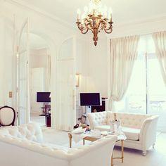 "@myinterior su Instagram: ""White modern baroque elegance by Gracious Luxury Interiors @graciousluxuryinteriors"""