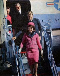 Jacqueline Kennedy Onassis, John Kennedy, Les Kennedy, Jaqueline Kennedy, Carolyn Bessette Kennedy, Jackie Kennedy Pink Suit, Caroline Kennedy, American Presidents, American History