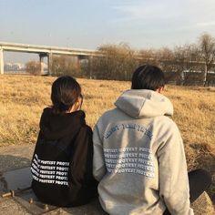 Fashion aesthetic shirts 20 Ideas for 2019 Korean Aesthetic, Couple Aesthetic, Aesthetic Fashion, Aesthetic Shirts, Couples Assortis, Cute Couples Goals, Best Friend Pictures, Couple Pictures, Couple Goals Cuddling