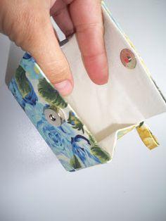 PAP   Porta moedas feito de caixa de creme de leite!!   Bem vindo ao mundo onde a reciclagem será parte constante na vida de todos.     M...
