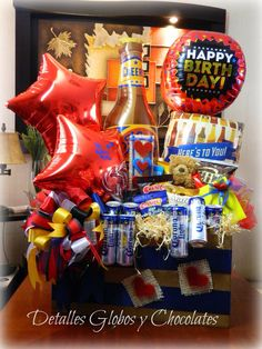 Detalles Globos y Chocolates Liquor Bouquet, Candy Bouquet, Balloon Flowers, Balloon Bouquet, Balloon Arrangements, Balloon Decorations, Best Dad Gifts, Gifts For Dad, Candy Drinks