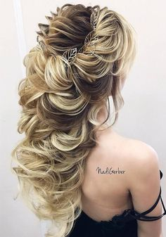 40 Stuning Long Curly Wedding Hairstyles from Nadi Gerber