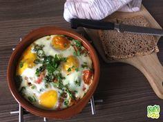 """Superfoods, detoxen, diëten die zichzelf geen dieet willen noemen maar een levensstijl… Ik merk dat ik steeds meer me aangetrokken voel naar weer """"gewoon gezond eten"""". Niet te moeilijk doen en me focussen op veel groente, fruit en in mindere mate noten, zaden, volkoren granen, peulvruchten, vlees, vis, eieren en dergelijke. Met normale ingrediënten die …"""